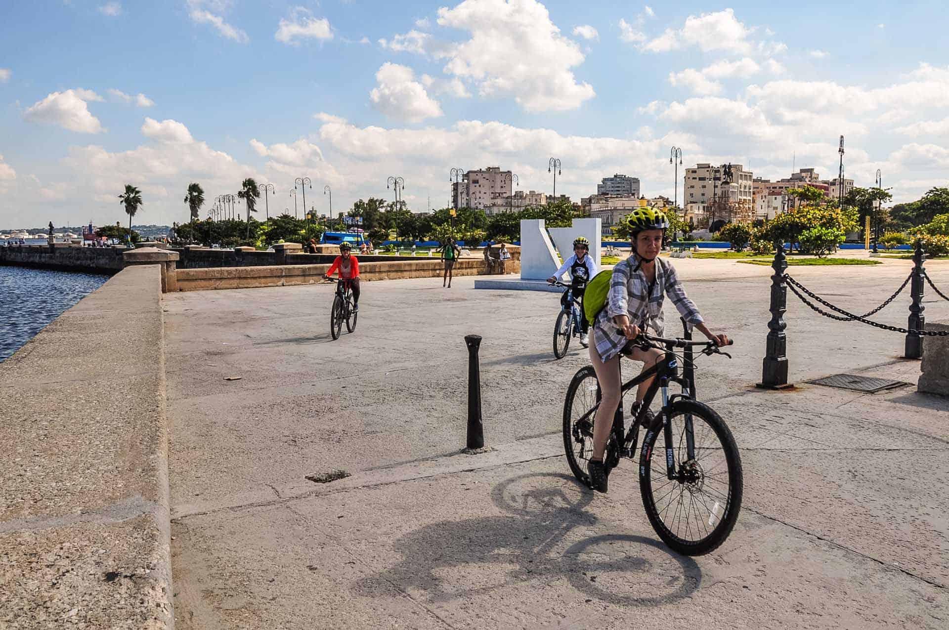 A0103 La Havane a velo 05 cuba autrement