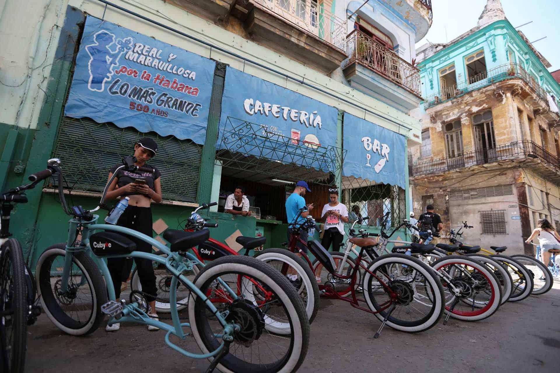 A0103 La Havane a velo 06 cuba autrement