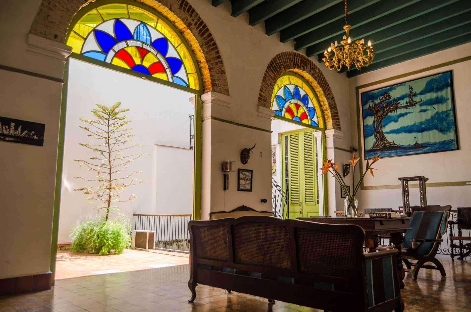 C0261 Salon de la Casa vieja 01 cuba autrement