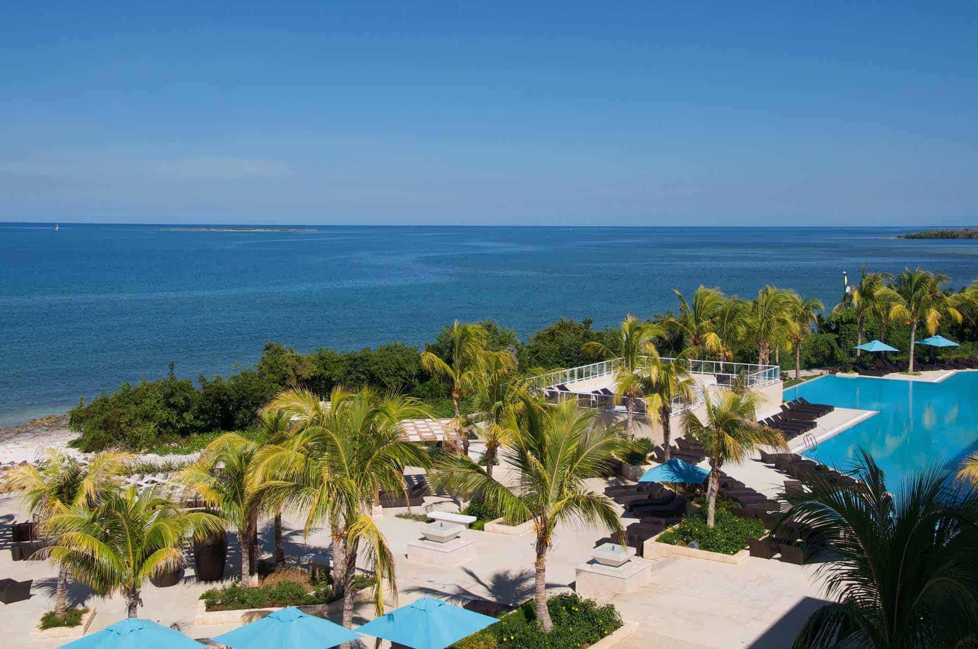 cayo santa maria hotel piscine palmiers plage mer cuba autrement