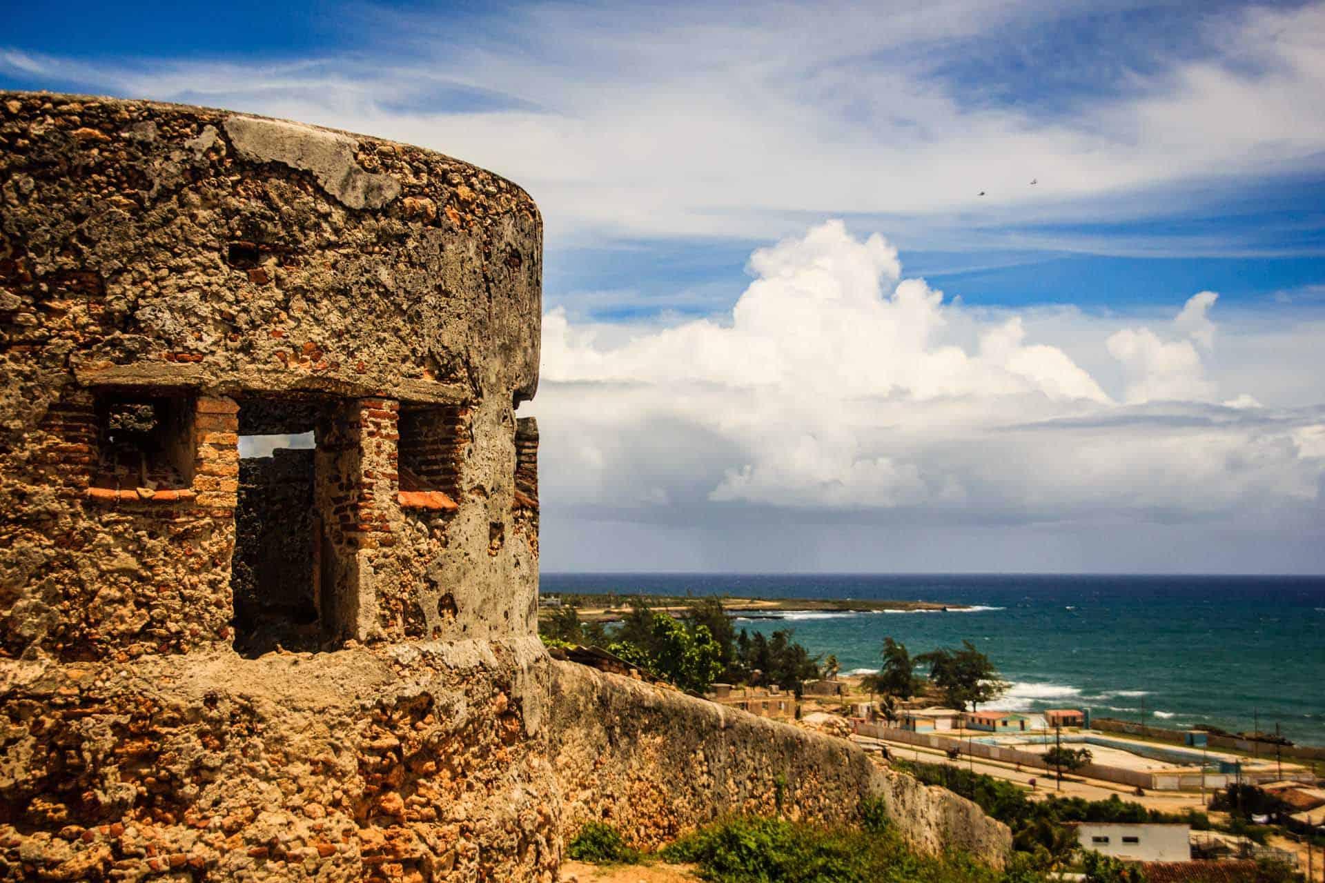 gibara ancienne forteresse de la baie de gibara cuba autrement