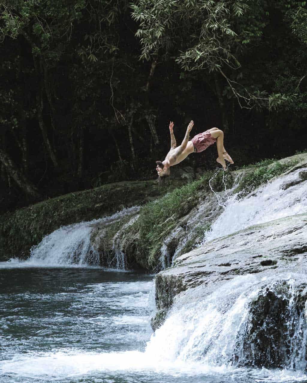 las terrazas homme qui saute riviere cuba autrement