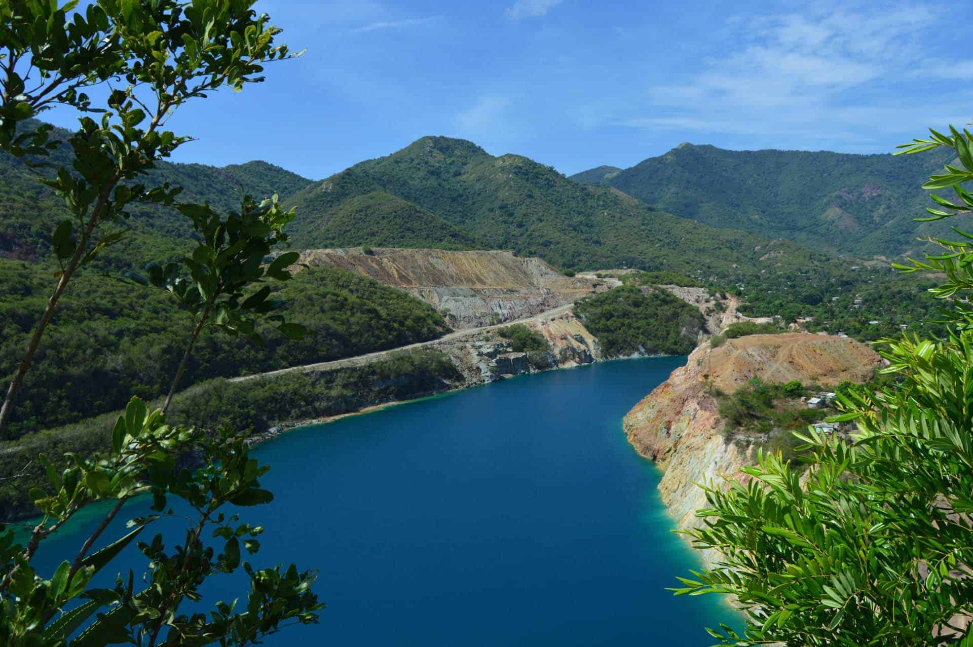 santiago de cuba paysage lagon bleu montagne cuba autrement