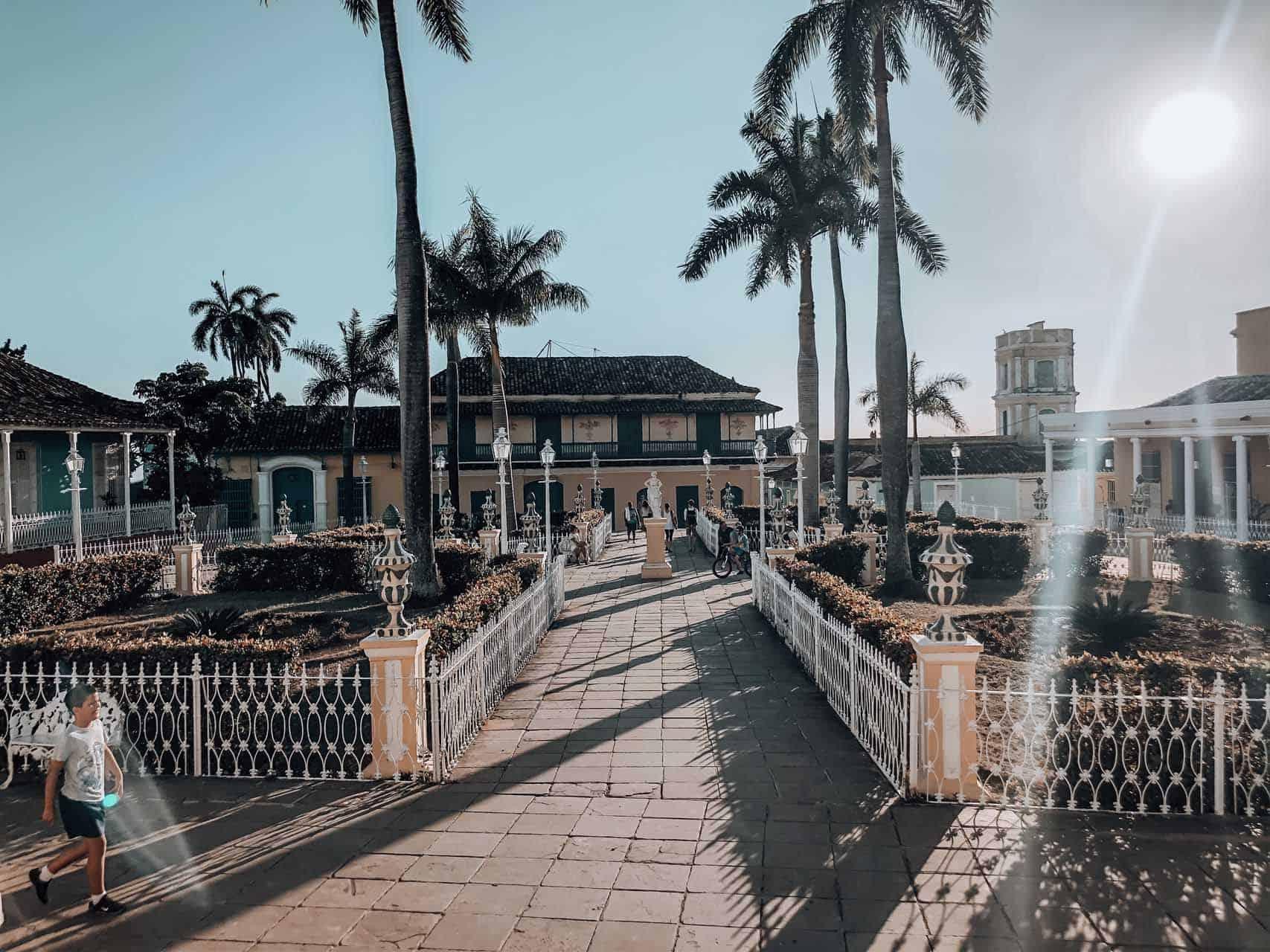 trinidad plaza mayor palmiers cuba autrement