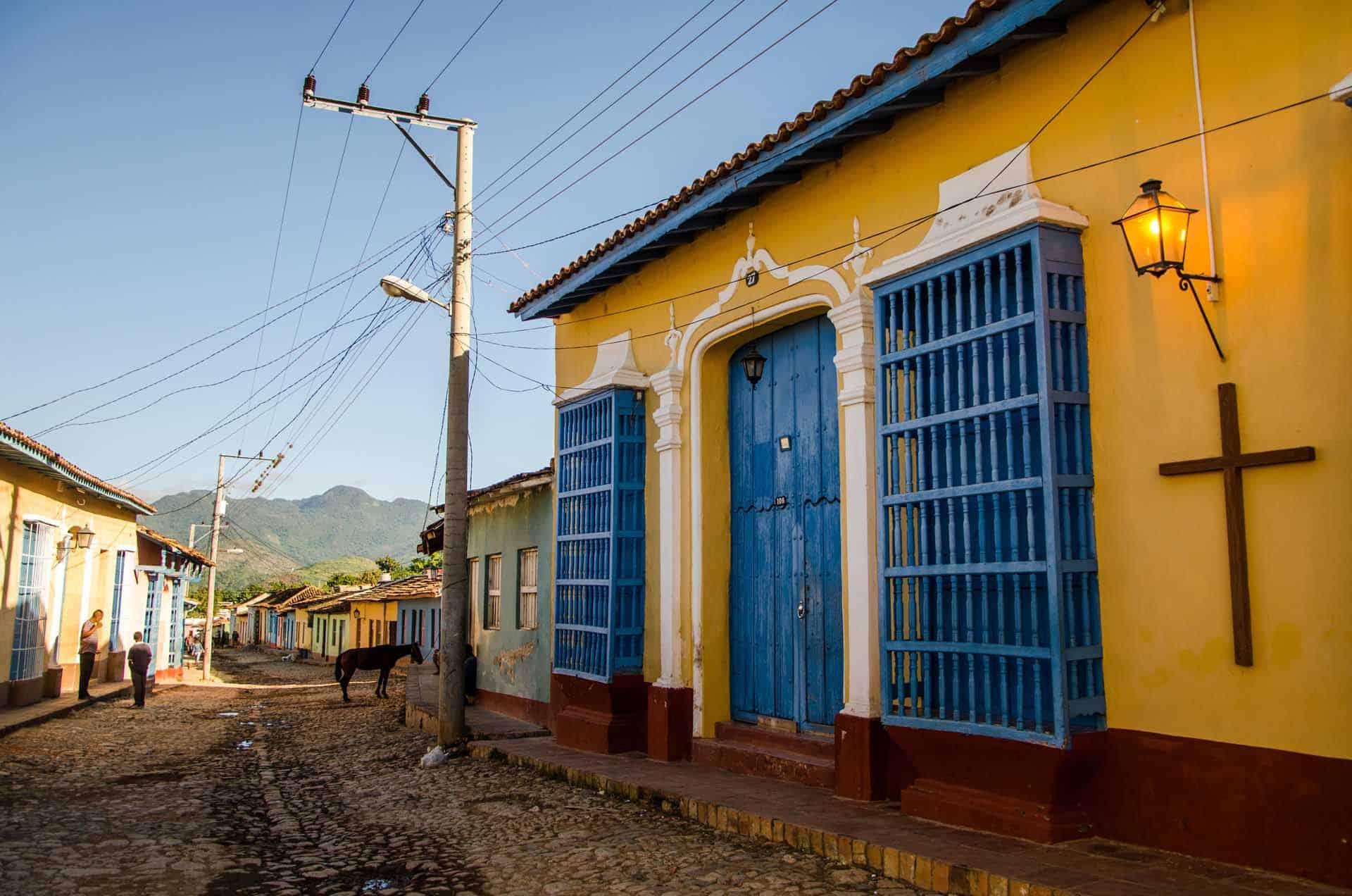 trinidad rue pavee coloree cuba autrement