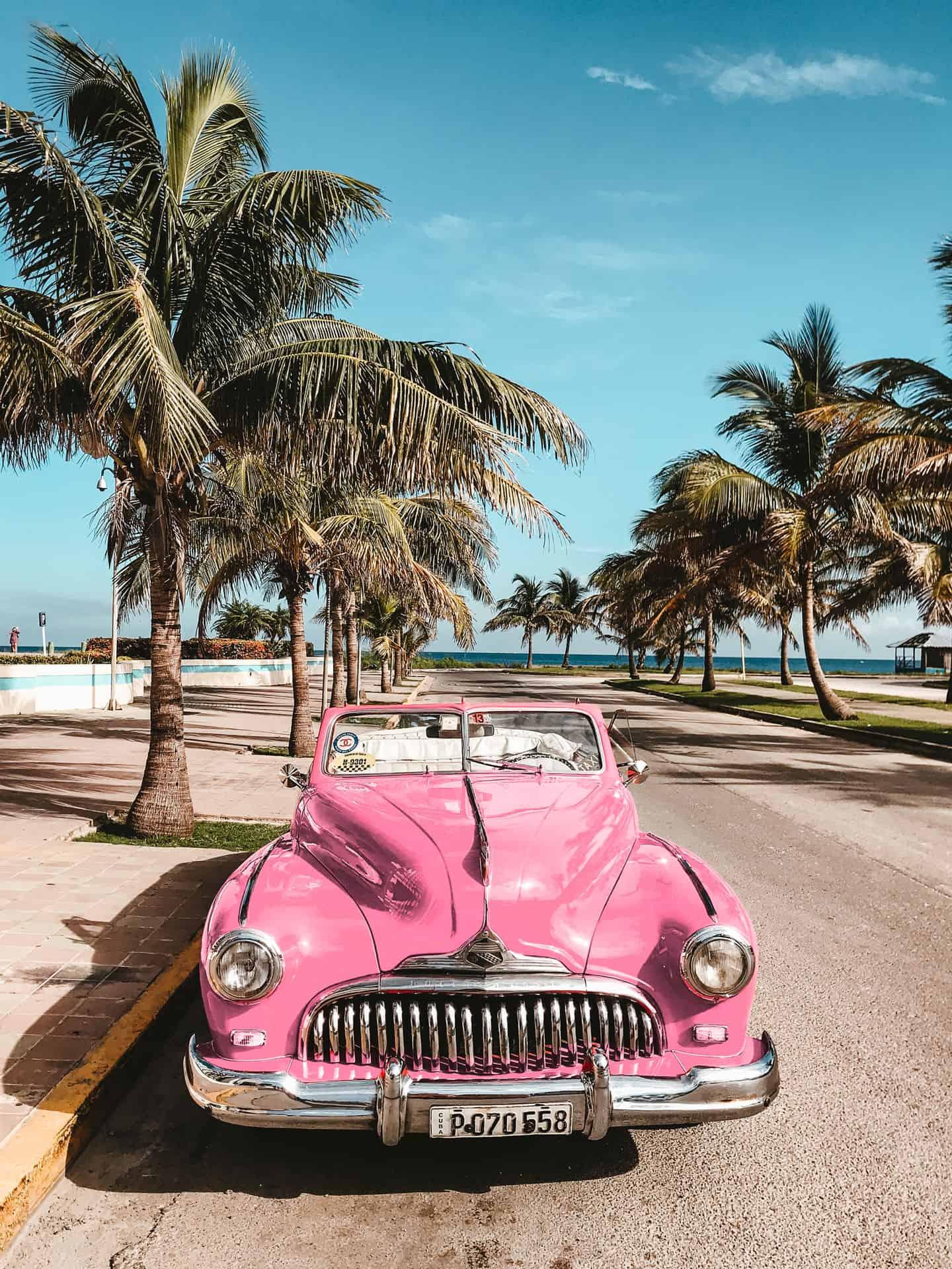 bg voiture americaine rose portrait cuba autrement