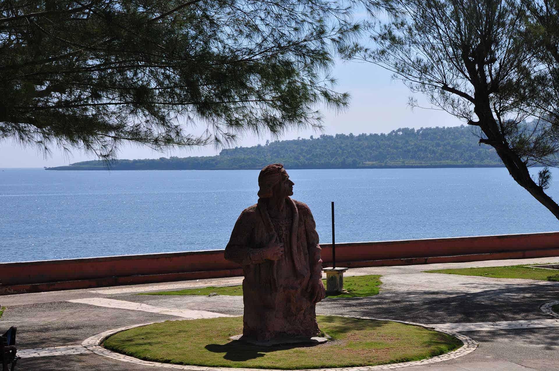 baracoa statue christophe colomb cuba autrement